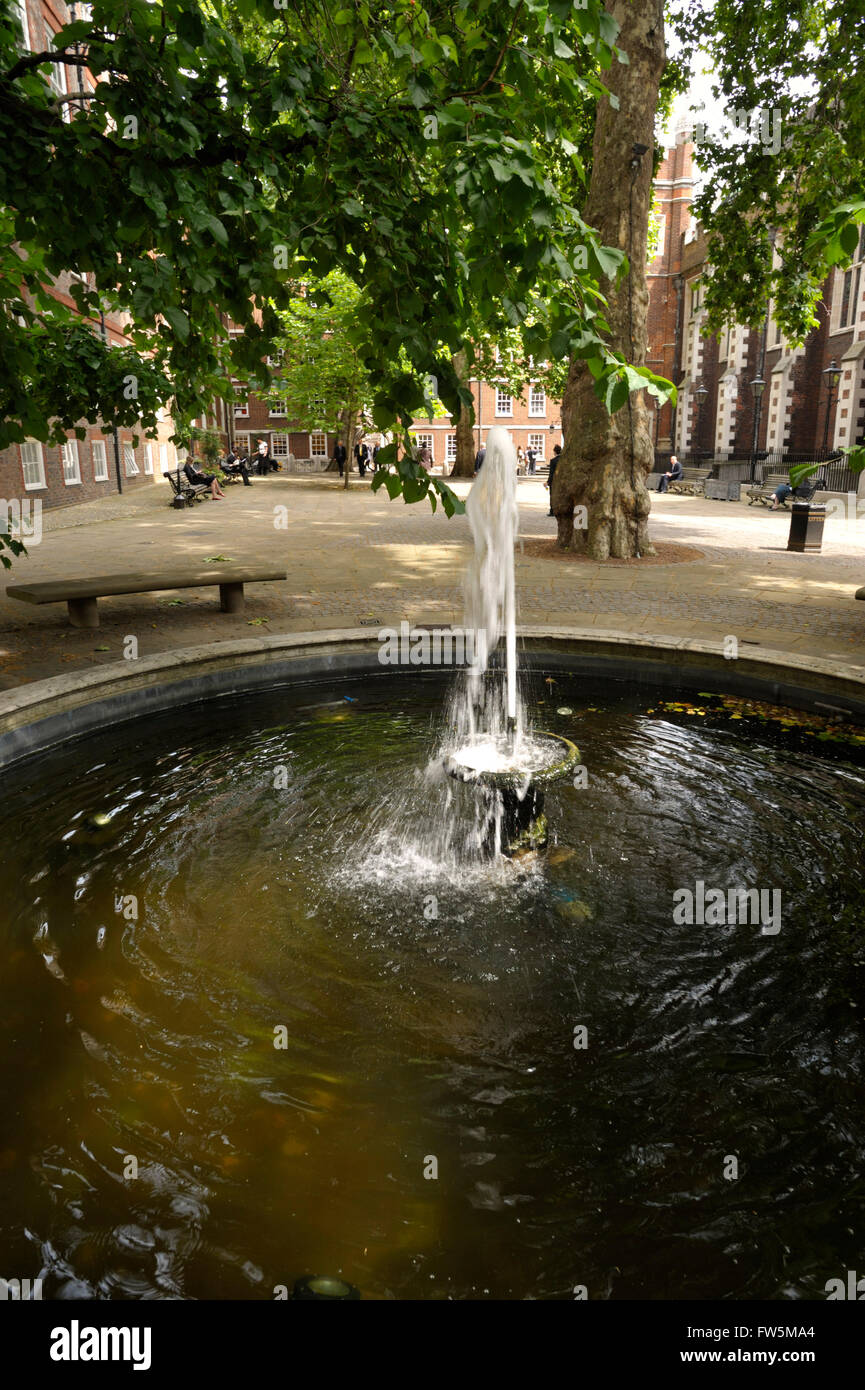 fountain in Fountain Court, Middle Temple, legal chambers, London, above the Thames Embankment. Featured in Martin - Stock Image