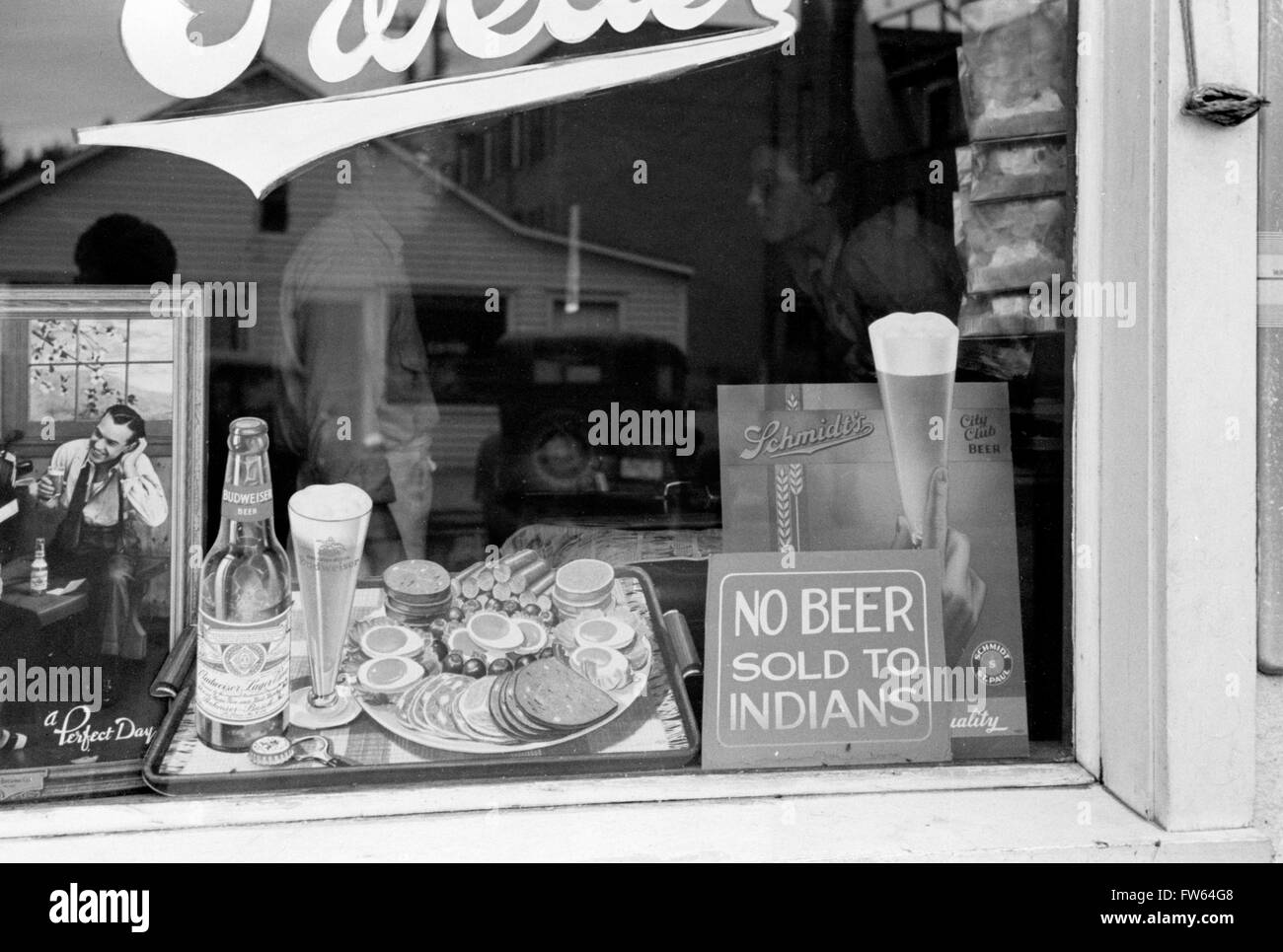 Racial Discrimination. 'No Beer Sold to Indians' sign in the window of a bar in Sisseton, South Dakota, - Stock Image