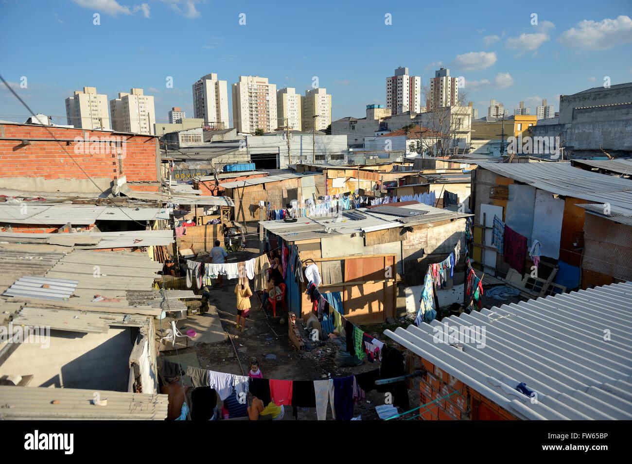 Slums of wood huts on occupied land, Favela 21 de Abril, São Paulo, Brazil - Stock Image