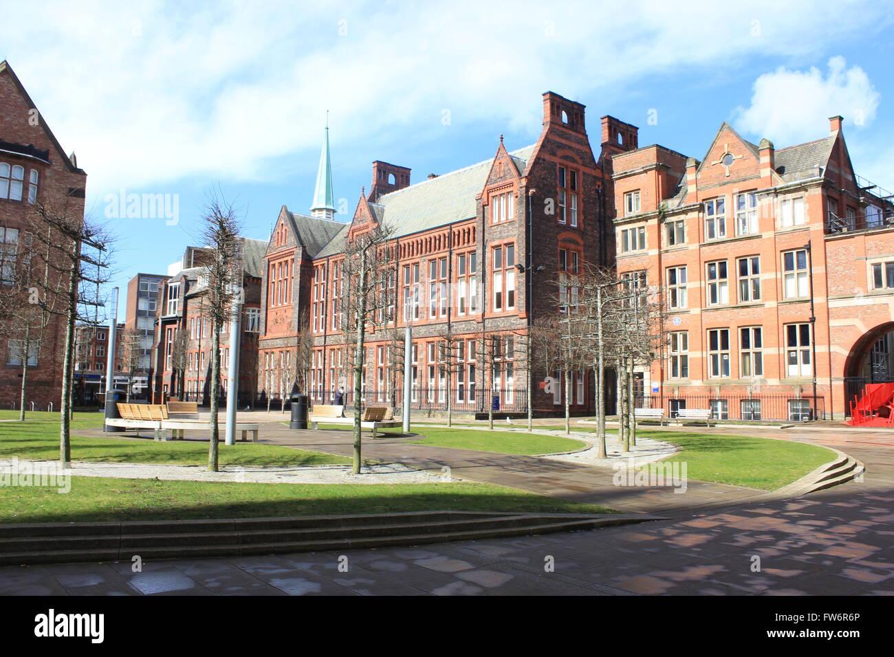 University of Liverpool School of Engineering - the quadrangle - Stock Image
