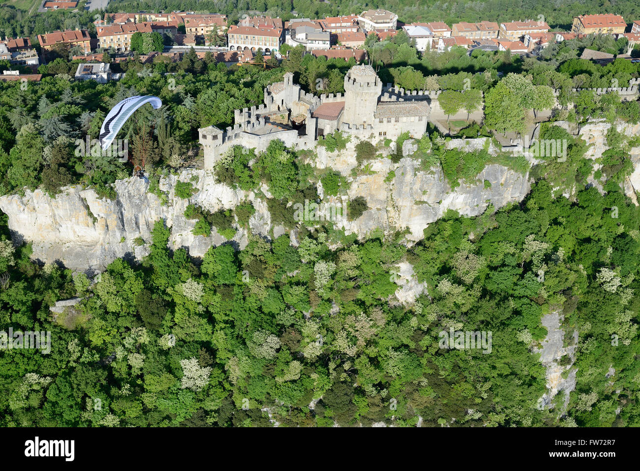 PARAMOTOR FLYING OVER CESTA CASTLE (aerial view). Republic of San Marino. - Stock Image