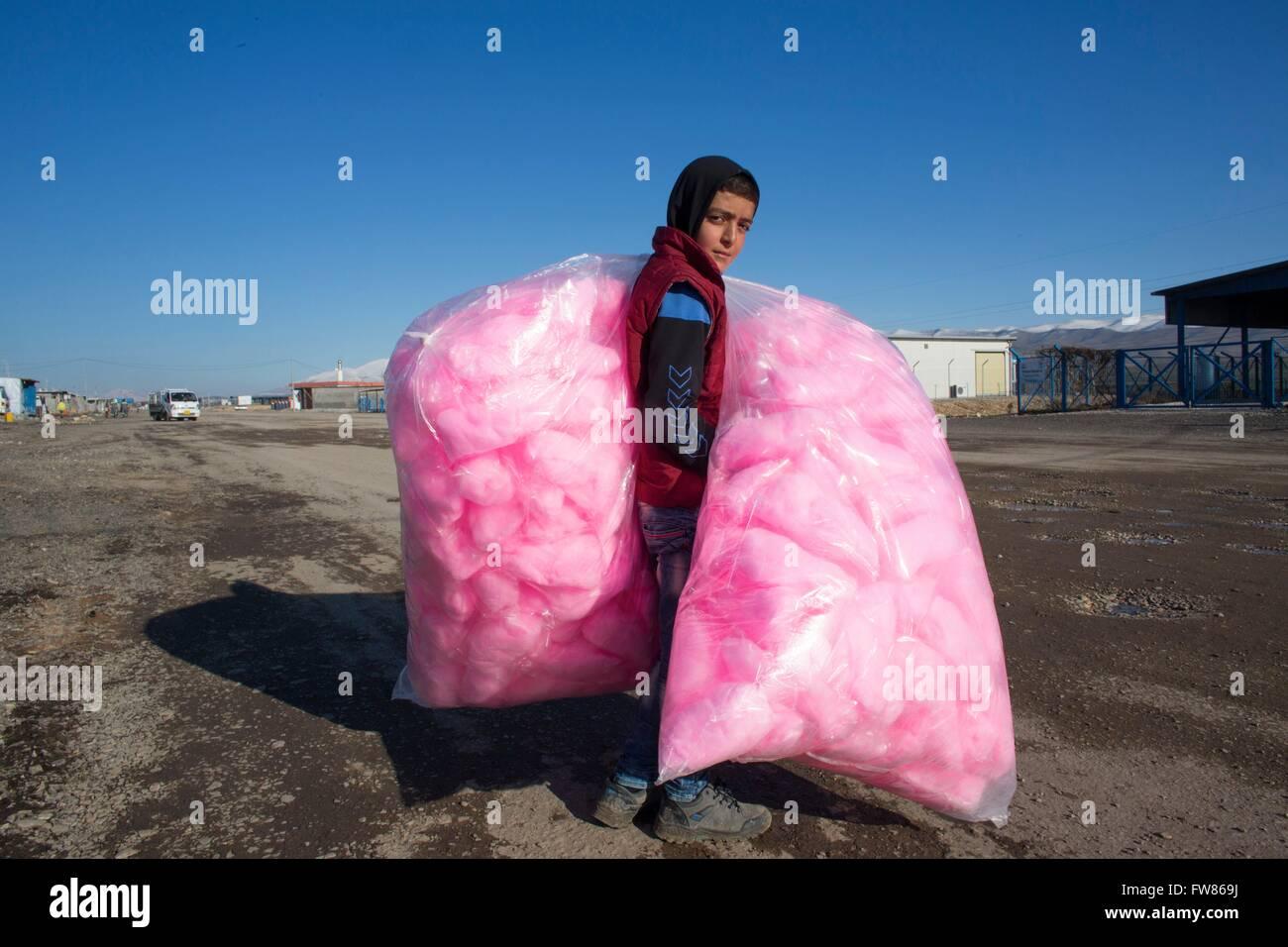 candy floss vendor in Salarara refugee camp, Iraq. - Stock Image