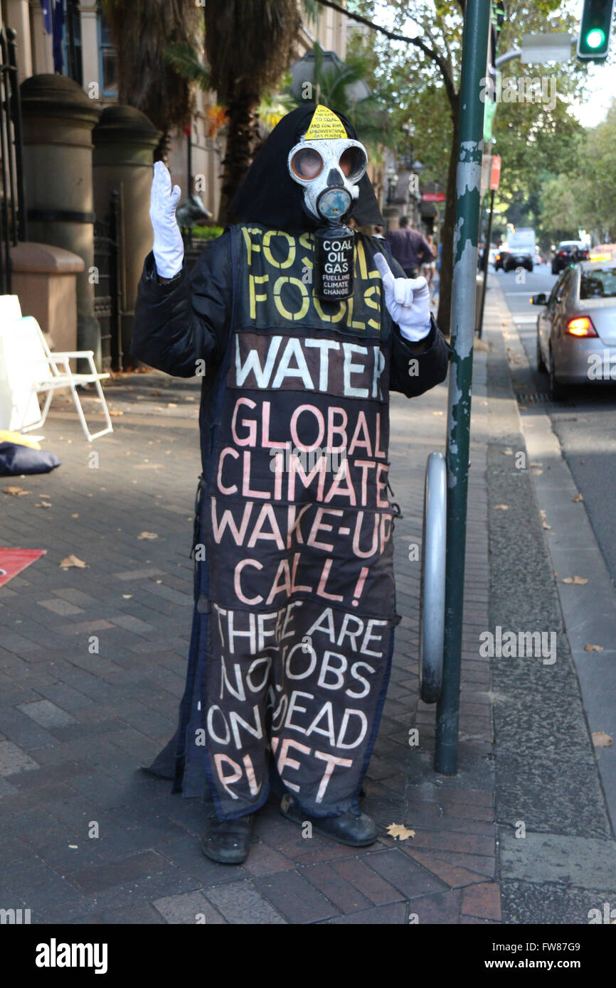 Sydney, Australia. 1 April 2016. Protesters against Coal Seam Gas stod outside th NSW Parliament in Sydney. One - Stock Image