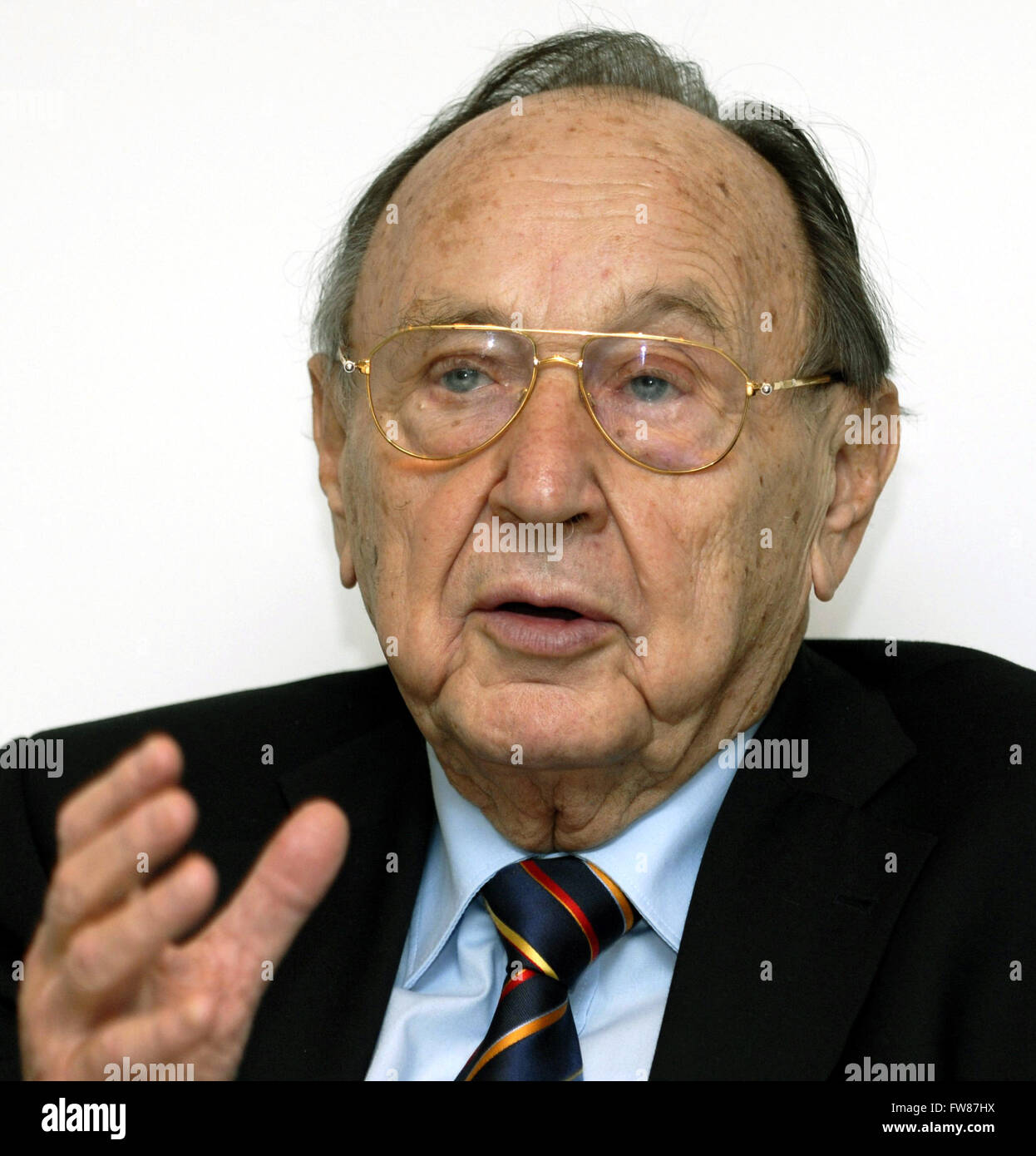 Former foreign minister Hans-Dietrich Genscher during a press conference in Berlin on 17 January 2007. Stock Photo