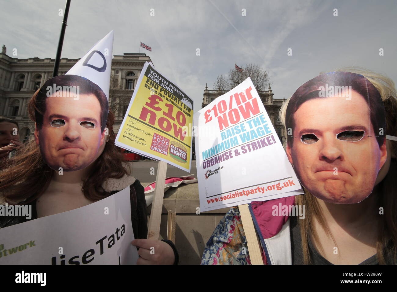 London, UK. 1st April, 2016. Fast Food Rights protest against the National Living Wage outside Downing Street demanding - Stock Image