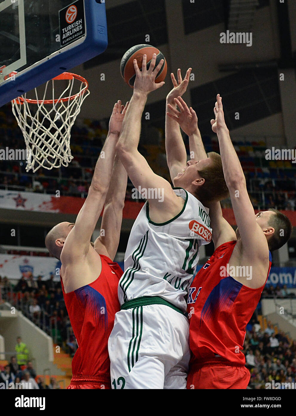Moscow, Russia. 1st April, 2016. Brock Motum of Zalgiris (C) vies with Pavel Korobkov (L) and Vitaly Fridzon of - Stock Image