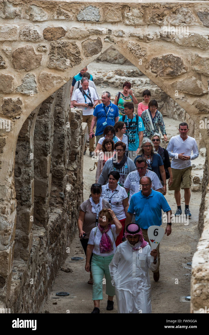 Arab tourists, Qal'at al-Bahrain, also known as the Bahrain Fort - Stock Image