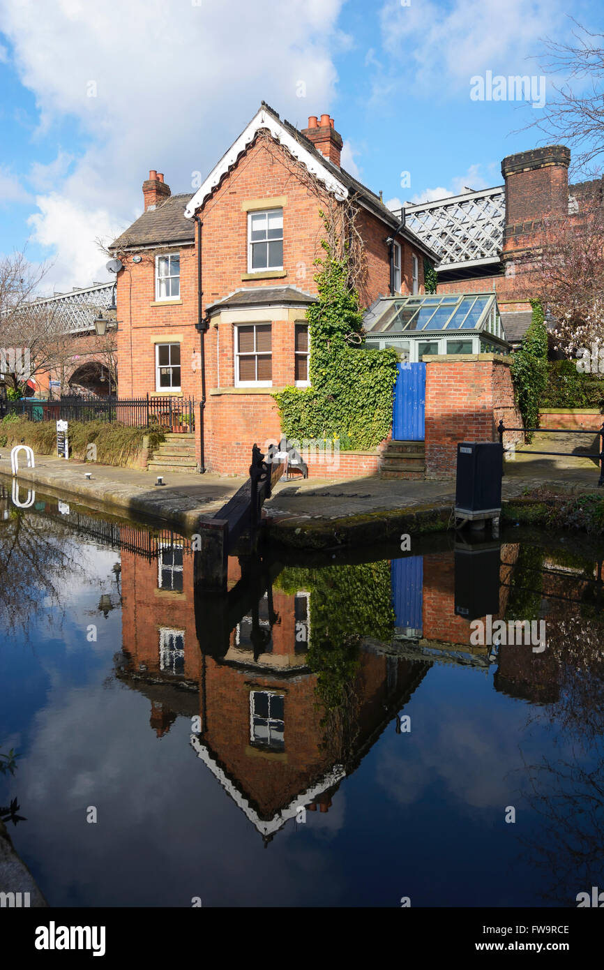 Lock keepers  cottage at Dukes 92 lock on the Rochdale canal in Manchester. - Stock Image