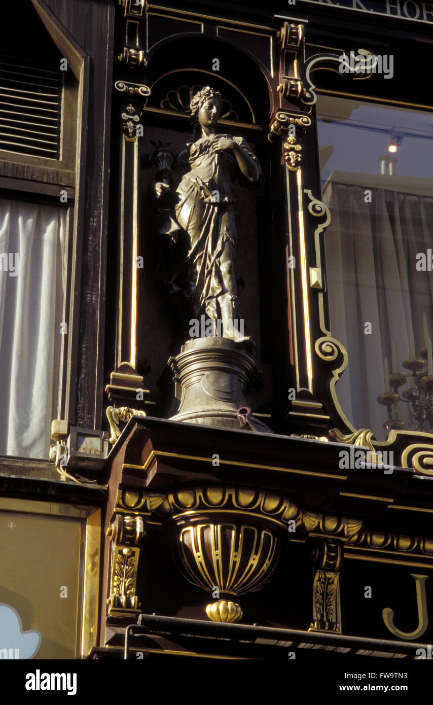AUT, Austria, Vienna, statue at a shop at the Kaerntner Street.  AUT, Oesterreich, Wien, Statue an einem Geschaeft - Stock Image