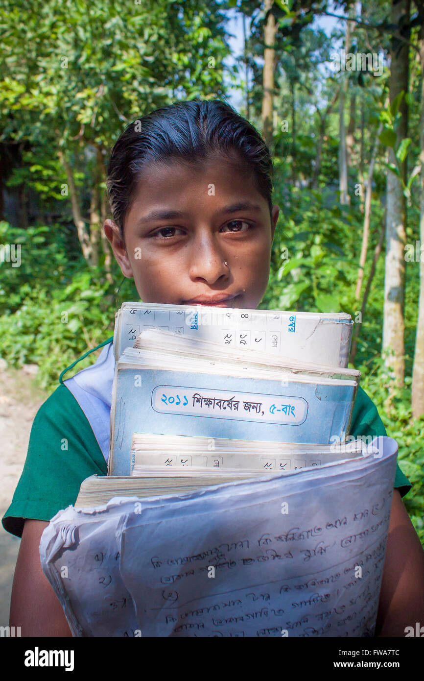 A young girl going to home in SSS (Society for Social Service) Center, Tangail, Dhaka, Bangladesh © Jahangir - Stock Image