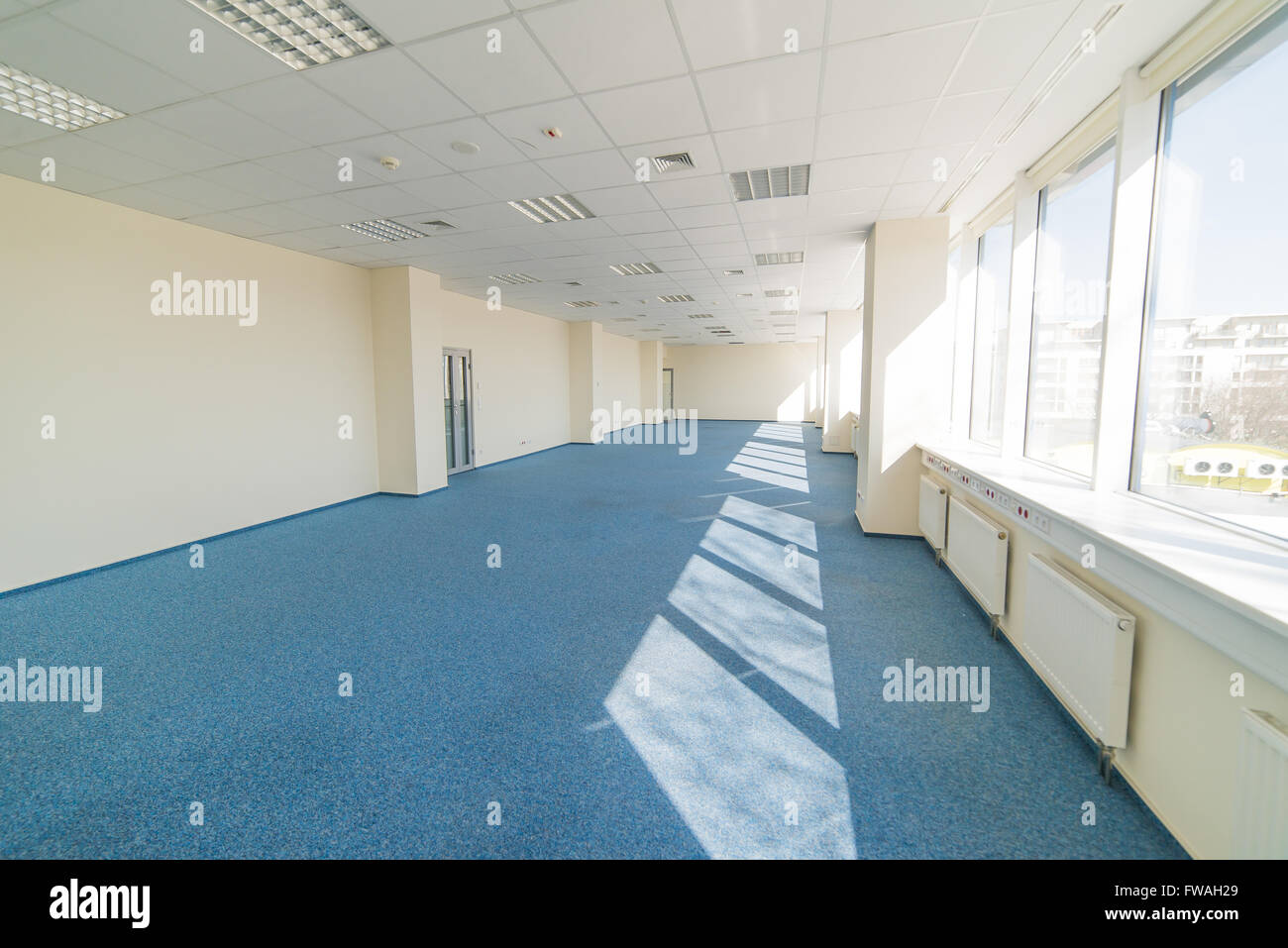 blue glass office building stock photos blue glass office building stock images alamy. Black Bedroom Furniture Sets. Home Design Ideas