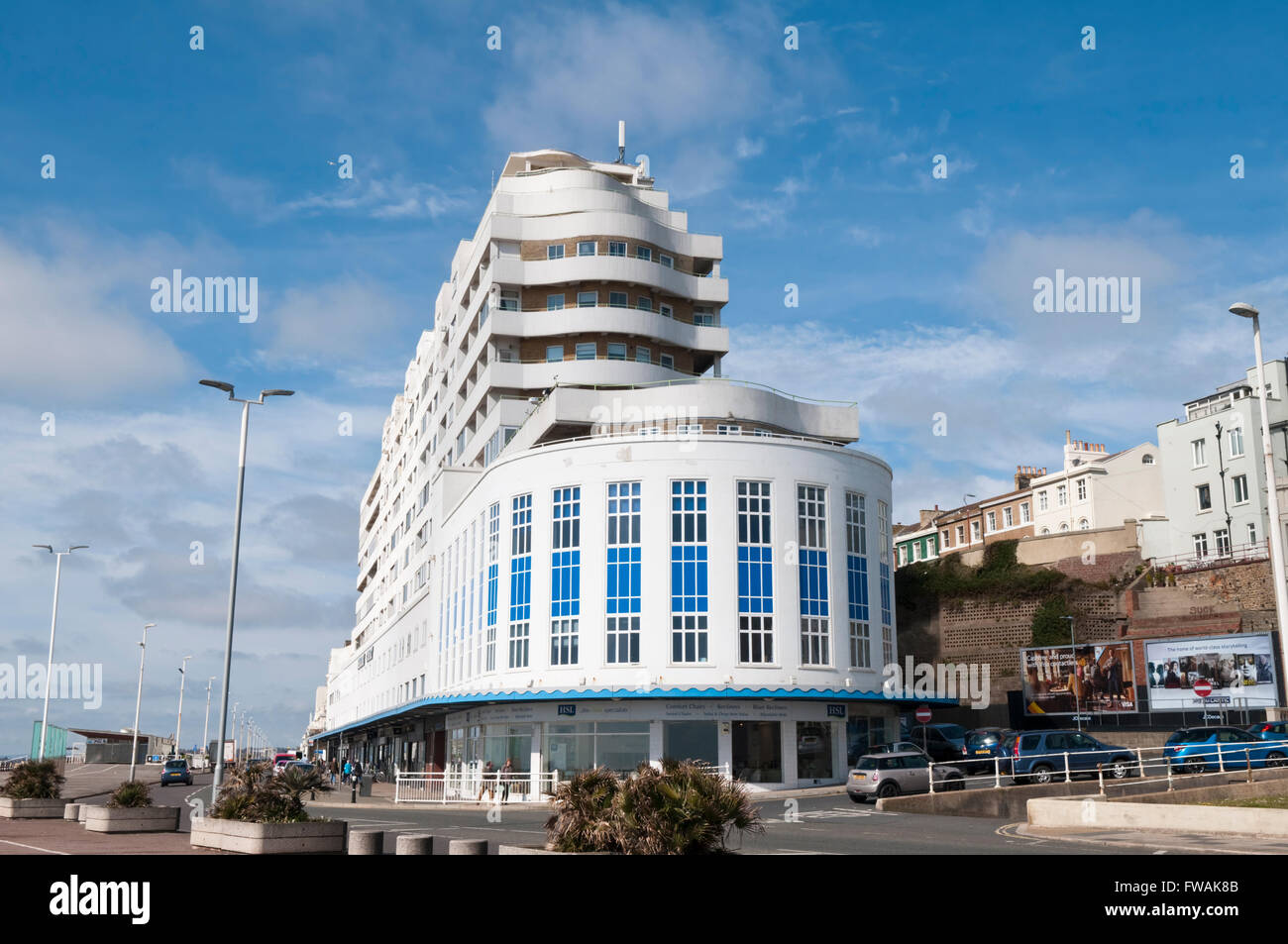 Marine Court in St Leonards-on-Sea, a striking art-deco building in the shape of an ocean liner - Stock Image