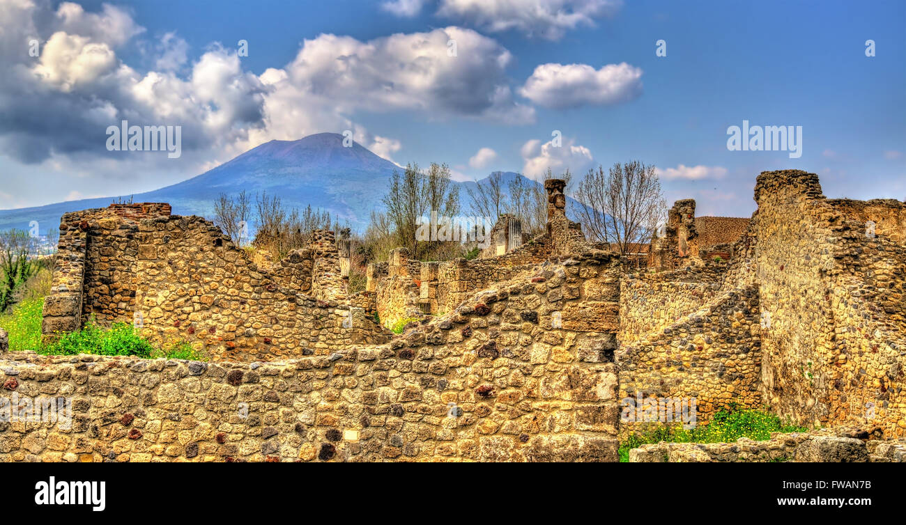 Ruins of Pompeii with Mount Vesuvius in the background - Stock Image