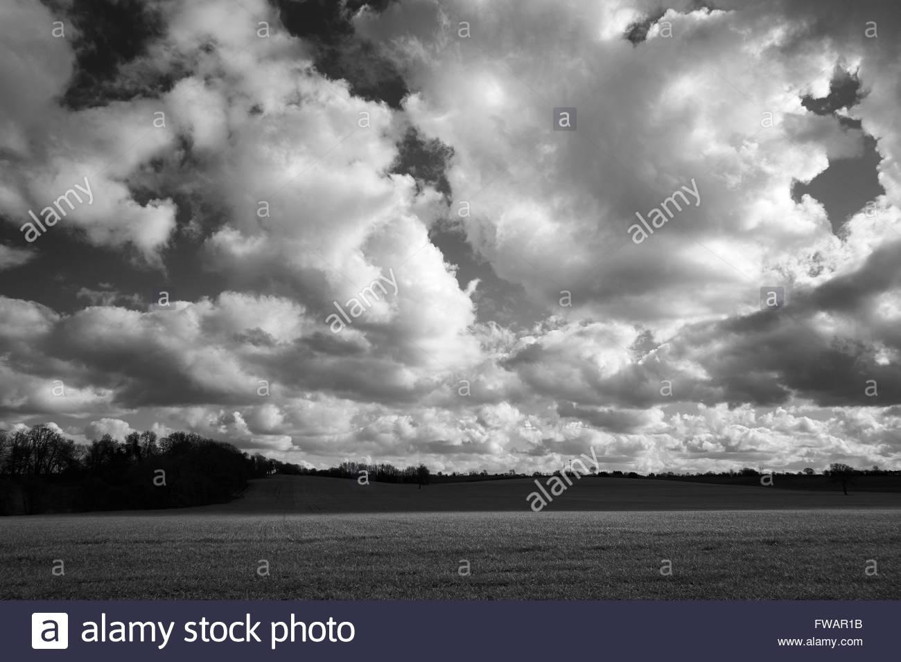 Storm clouds gathering over agricultural land. Bedfordshire, UK. - Stock Image