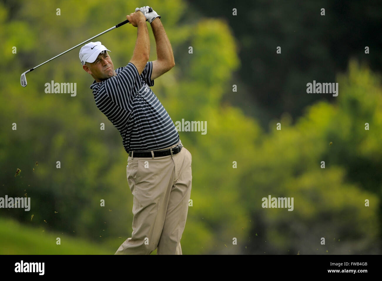 Ponte Vedra Beach, Florida, USA. 9th May, 2008. Stewart Cink hits his second shot on the 14th hole during the second - Stock Image