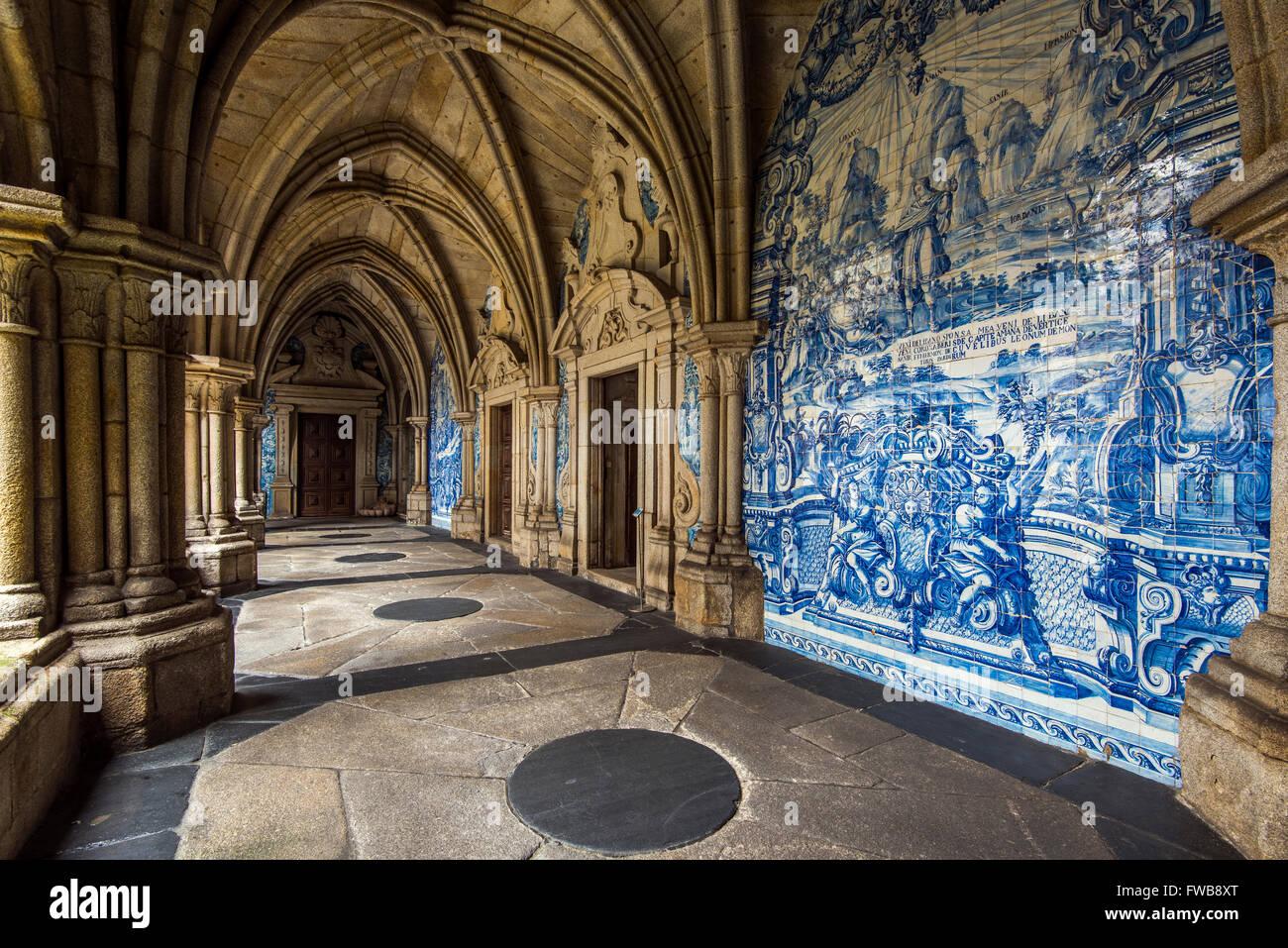 The 14th Gothic cloister with azulejos tilework, Porto Cathedral or Se do Porto, Porto, Portugal - Stock Image