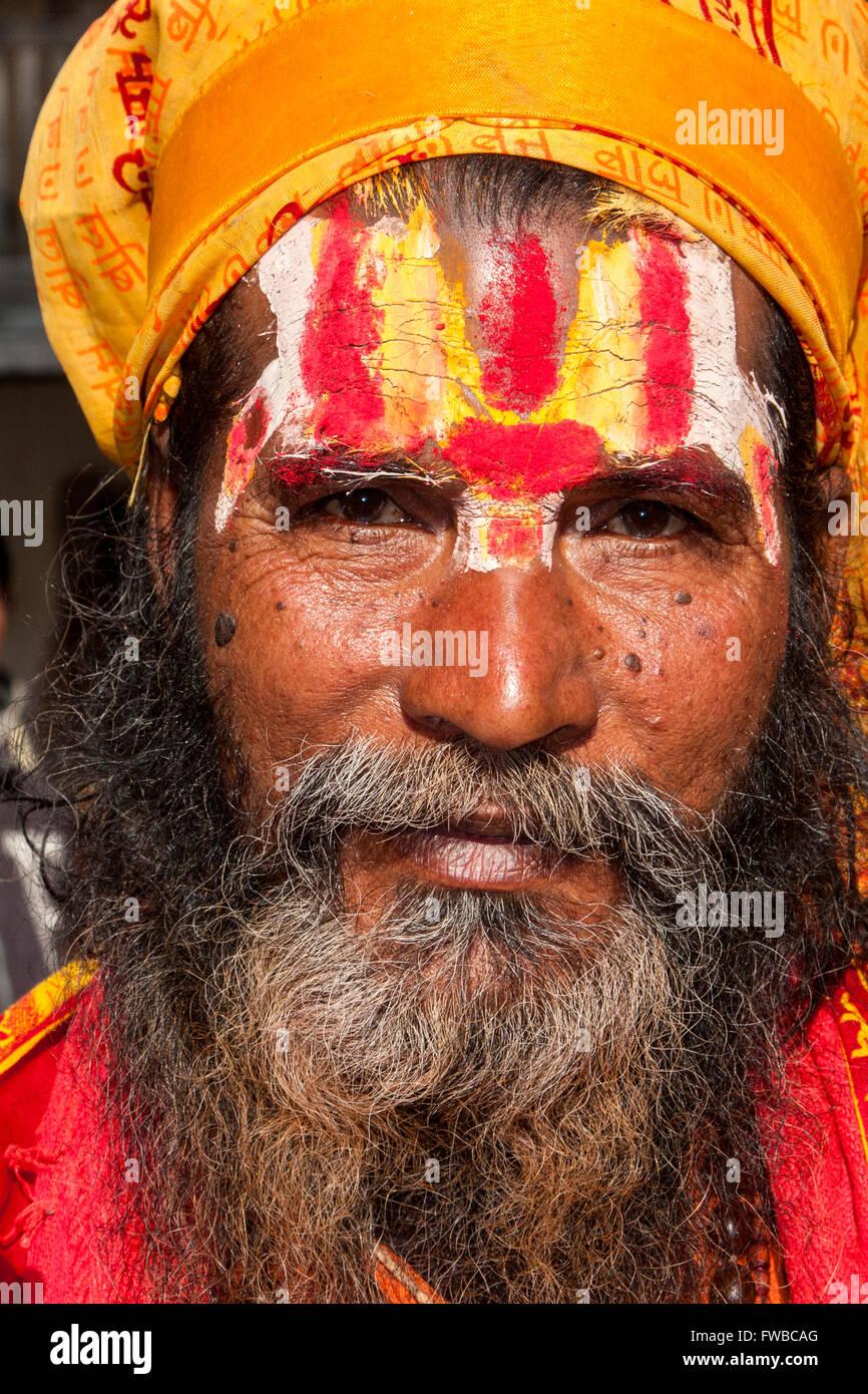 Nepal, Pashupatinath.  Hindu Sadhu (Ascetic).  The trident on his forehead denotes him as a follower of Shiva. - Stock Image