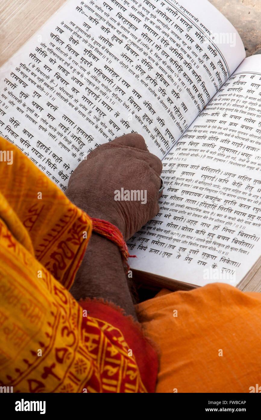 Nepal, Pashupatinath.  Hindu Sadhu (Ascetic) Reading Hindu Scriptures. - Stock Image