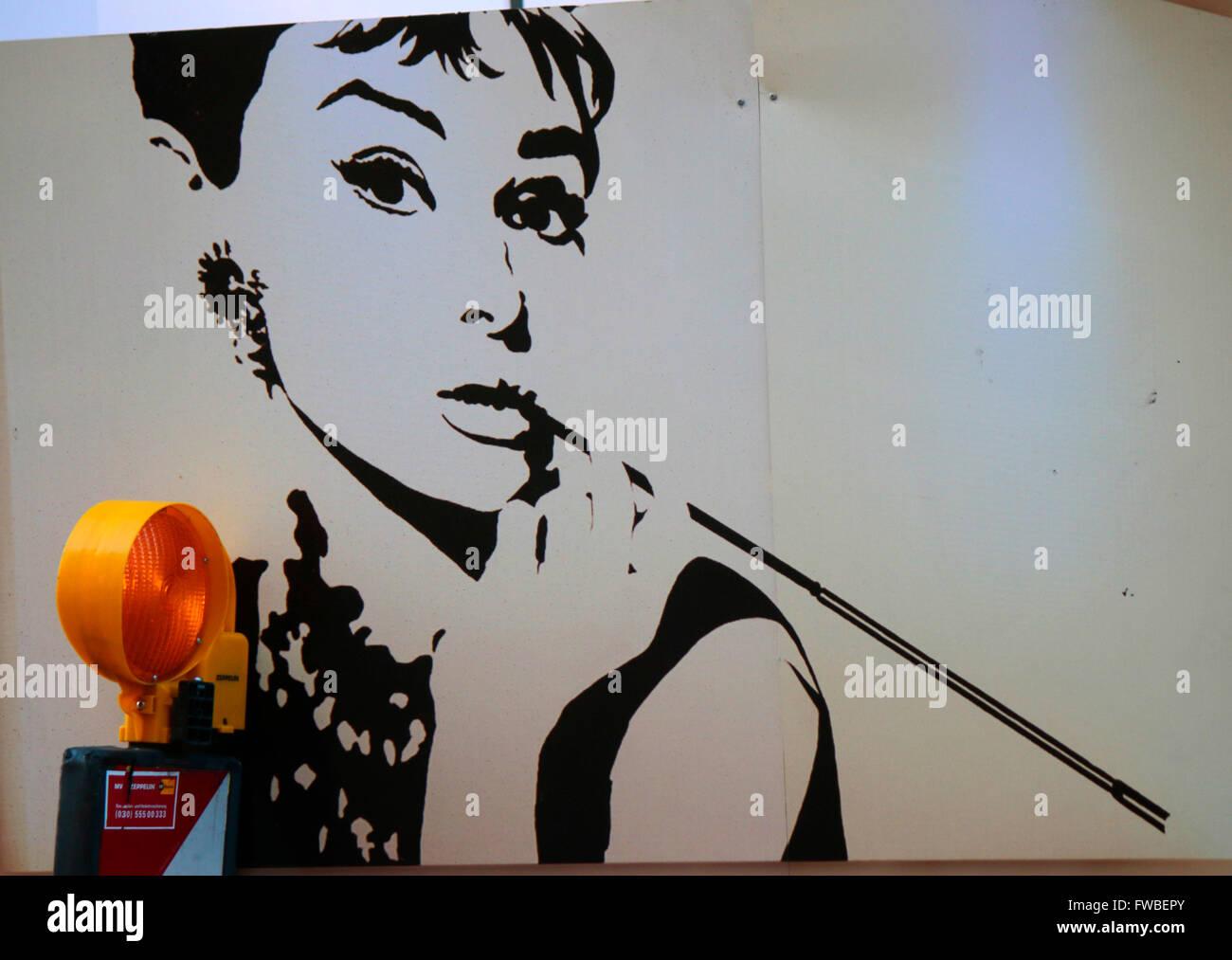 Audrey Hepburn als Holly Golightly in 'Fruehstueck bei Tiffanys', Berlin. - Stock Image