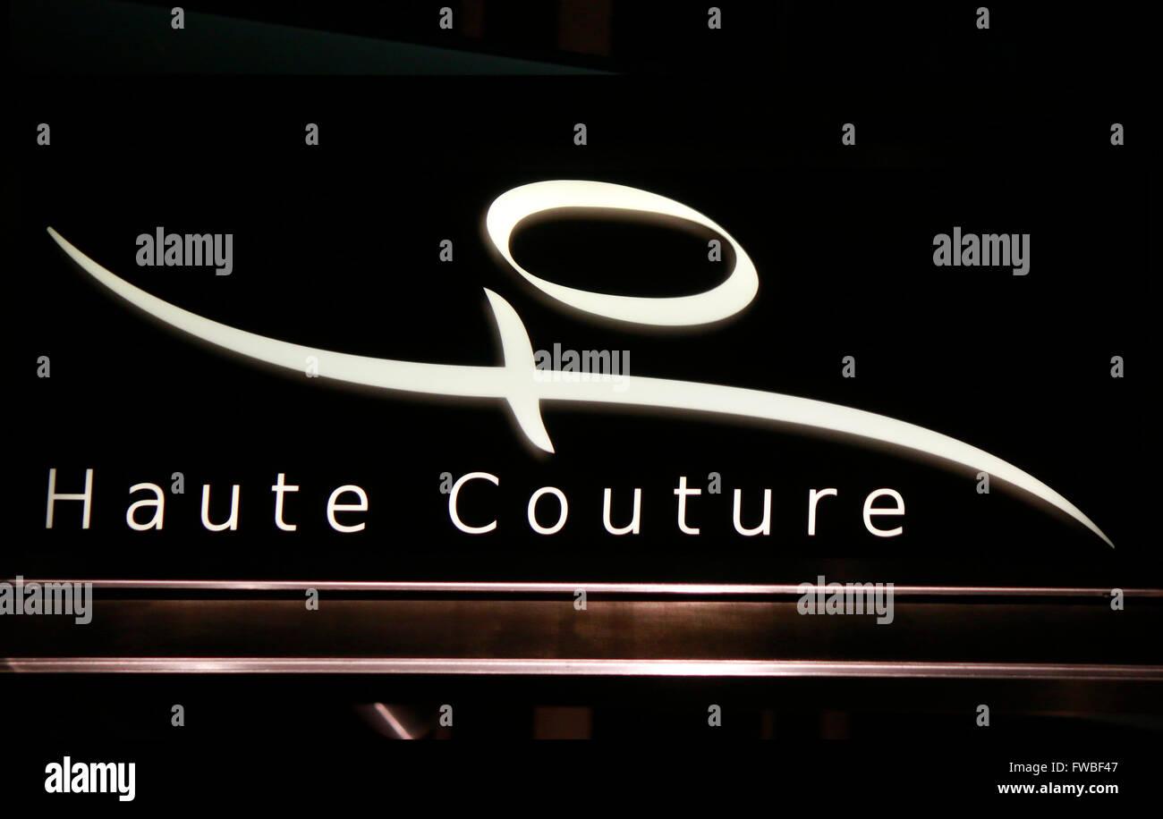 das Logo der Marke 'Haute Couture', Berlin. - Stock Image