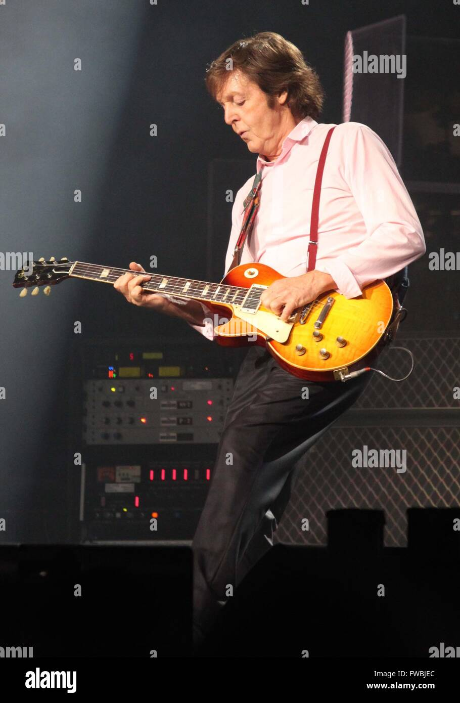 PAUL MCCARTNEY WACHOVIA CENTER IN PHILADELPHIA PENNSYLVANIA 8 14 2010 PHOTO