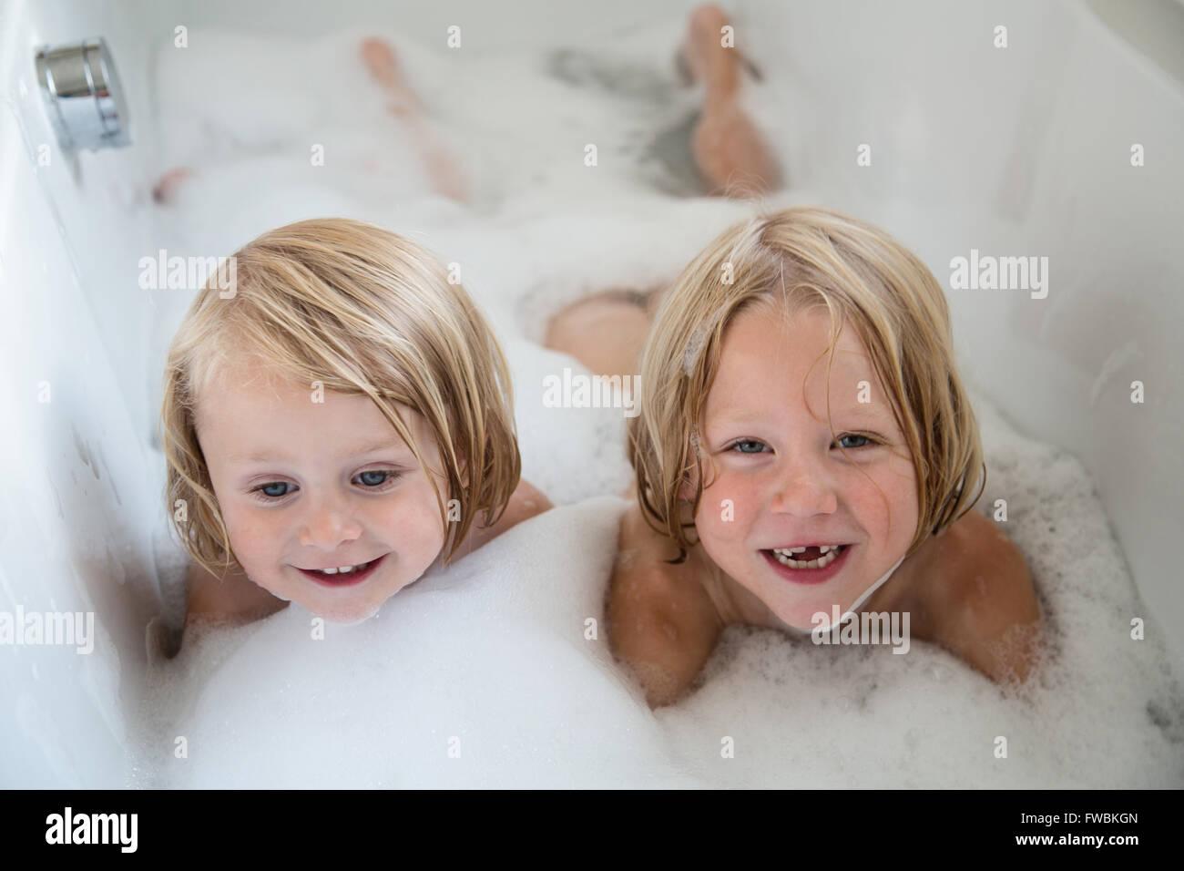 bath-girls