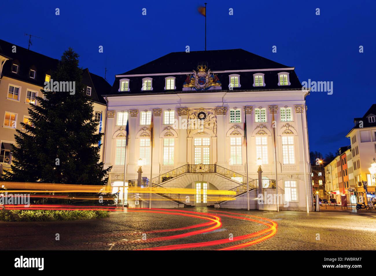 Bonn Rathaus at night - Stock Image