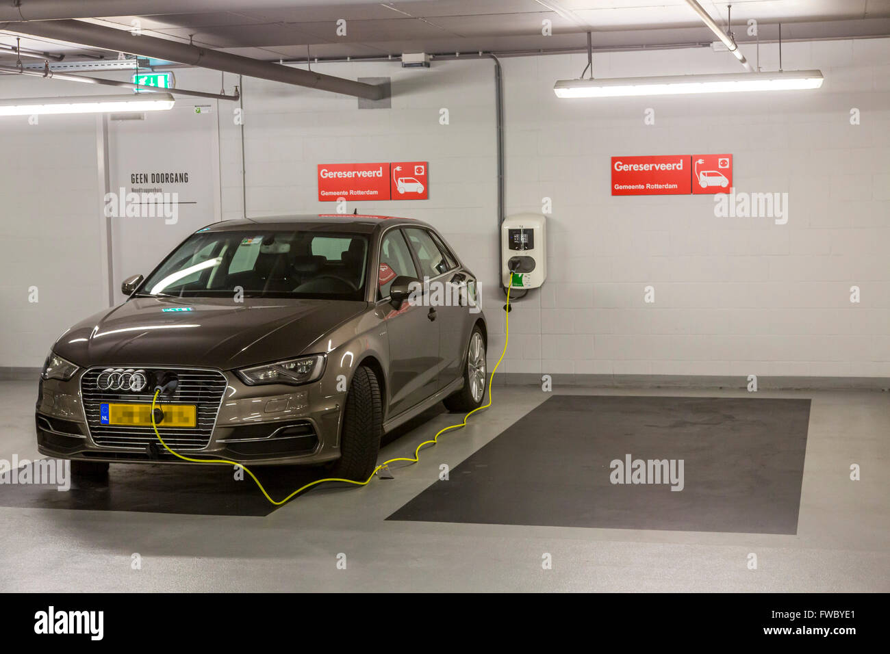 Auto Garage Rotterdam : Charging station for electric cars in a public parking garage