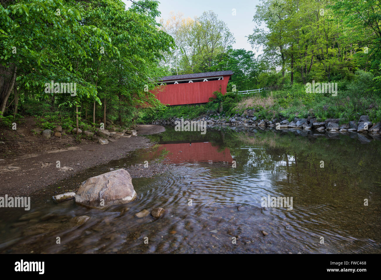 The Everett Road Covered Bridge spans Furnace Run, Cuyahoga Valley National Park, OH. - Stock Image