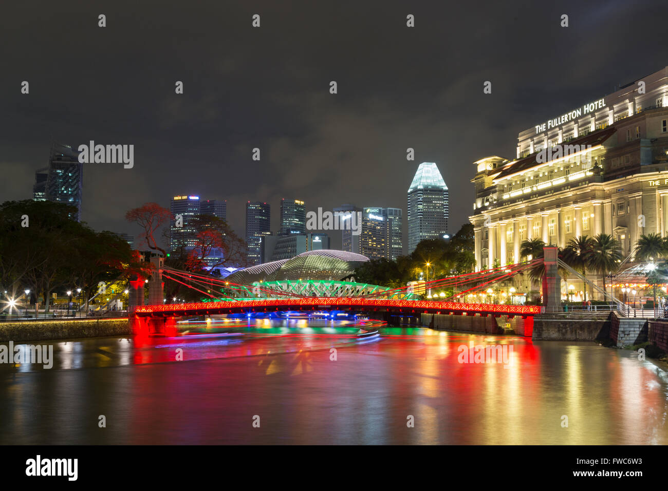 Singapore, Singapore - February 02, 2015: Famous Cavenagh bridgeby night - Stock Image