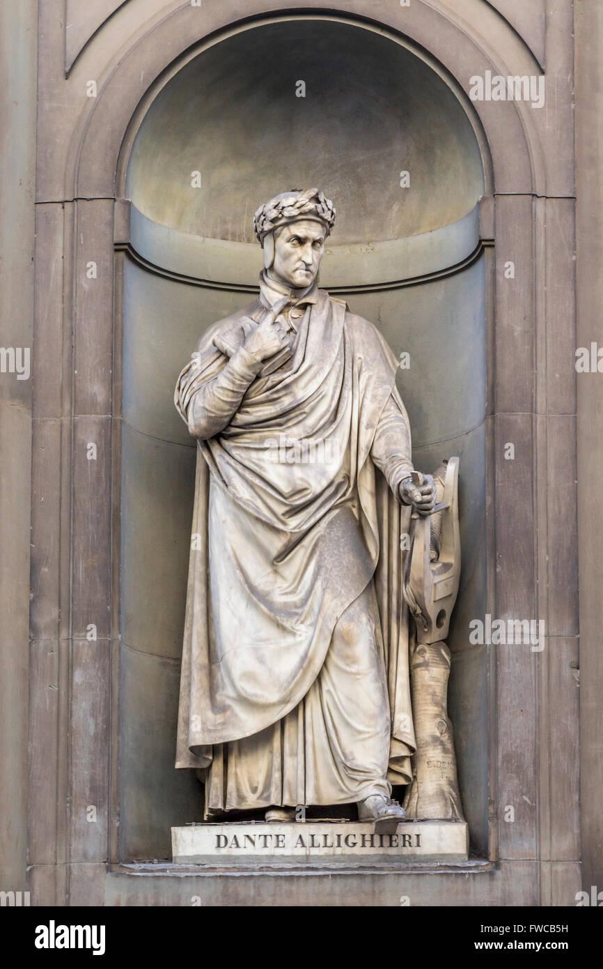 Florence, Florence Province, Tuscany, Italy.  Statue in Piazzale degli Uffizi of Florentine poet Durante degli Alighieri, - Stock Image