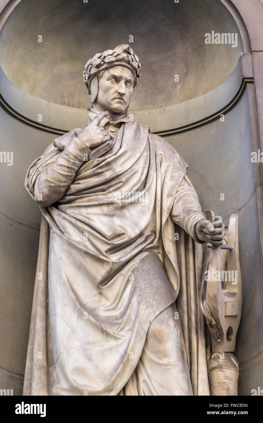 Florence, Florence Province, Tuscany, Italy.  Statue in Piazzale degli Uffizi of Florentine poet Dante - Stock Image