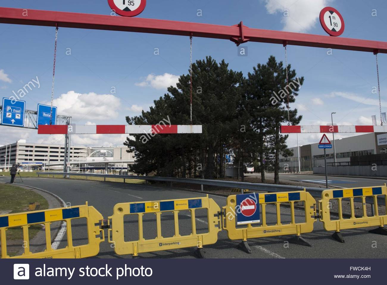 Zaventem, Belgium. 3rd Apr, 2016. Signals of road closed to cars in the way to Zaventem airport in Zaventem, Brussels, - Stock Image