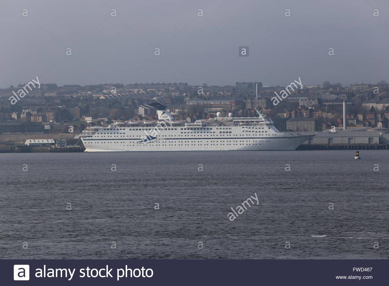 CMV cruise ship Magellan docked in Dundee Scotland  3rd April 2016 Stock Photo