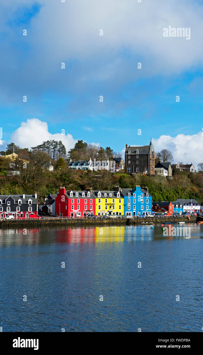 Colourful houses lining the harbour in the port of Tobermory,Isle of Mull, Inner Hebrides, Argyll and Bute - Stock Image