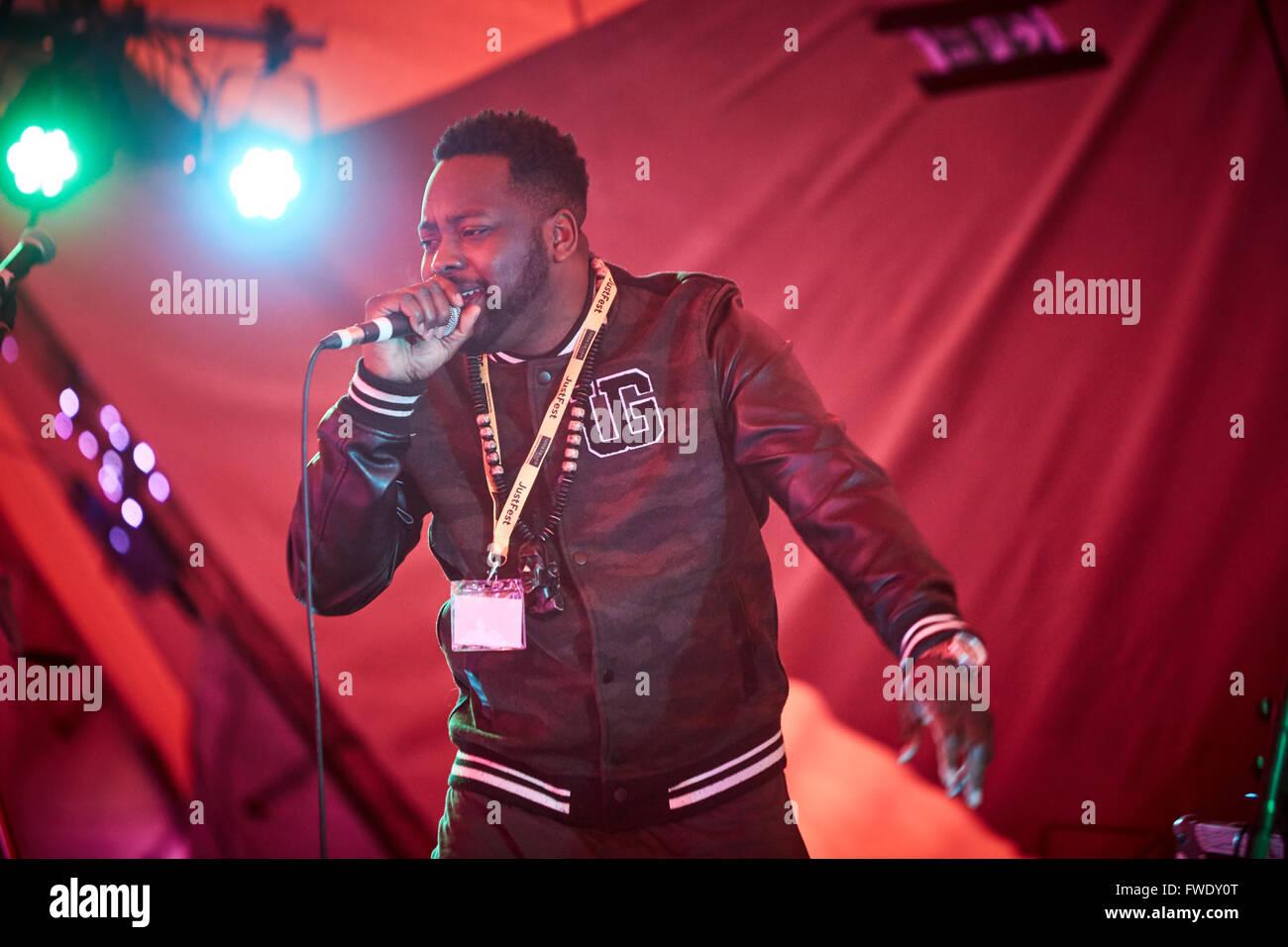 Black twang on stage - Stock Image