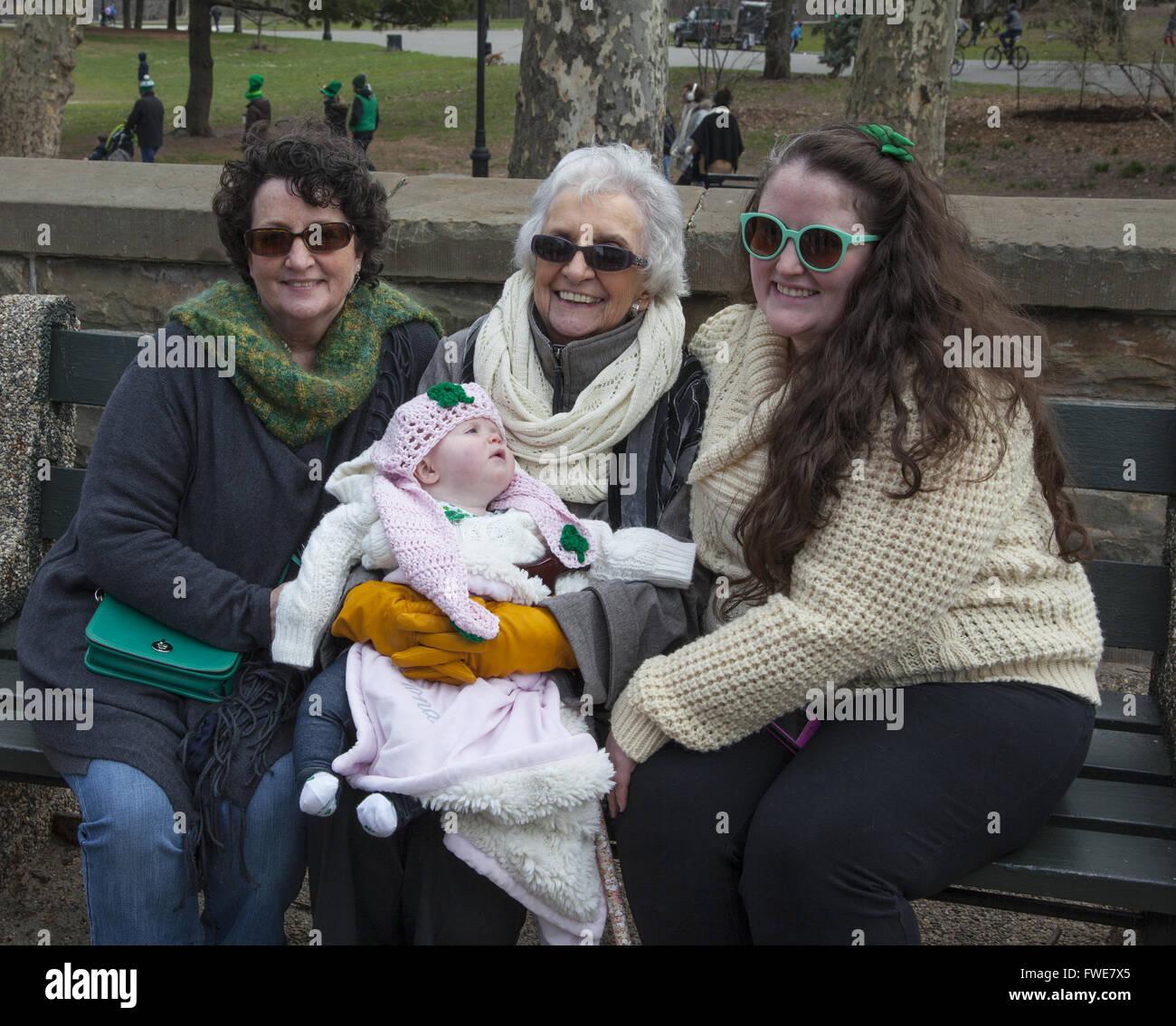 4 generations of women. Irish Parade, Park SLope, Brooklyn, NY. - Stock Image
