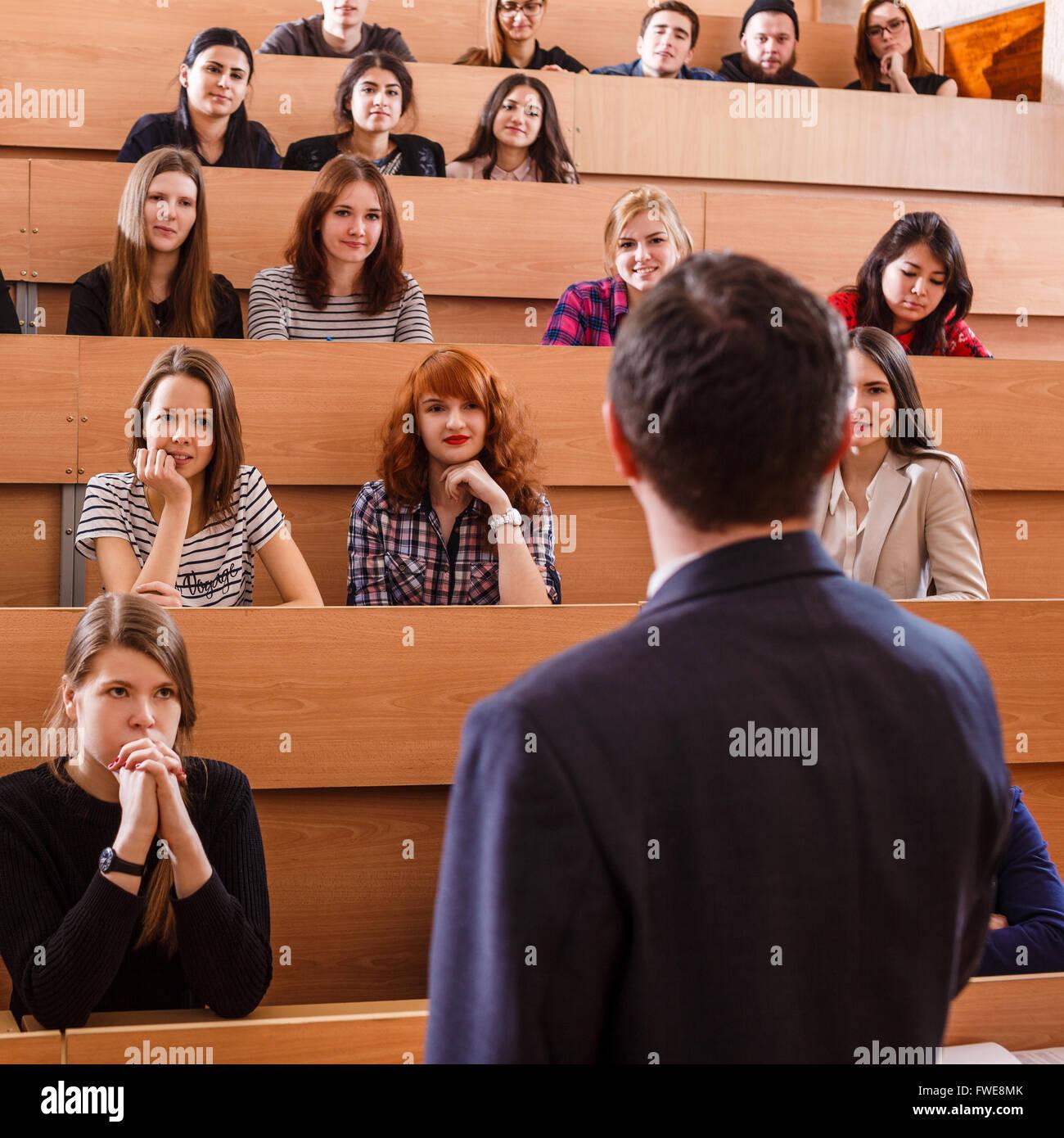 Teacher explaining something to students - Stock Image