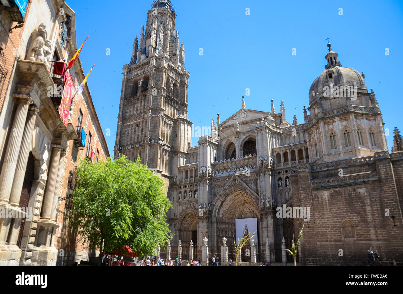 Catedral de Toledo. With its soaring tower and marvelous Gothic architecture, Toledo's cathedral is one of the - Stock Image