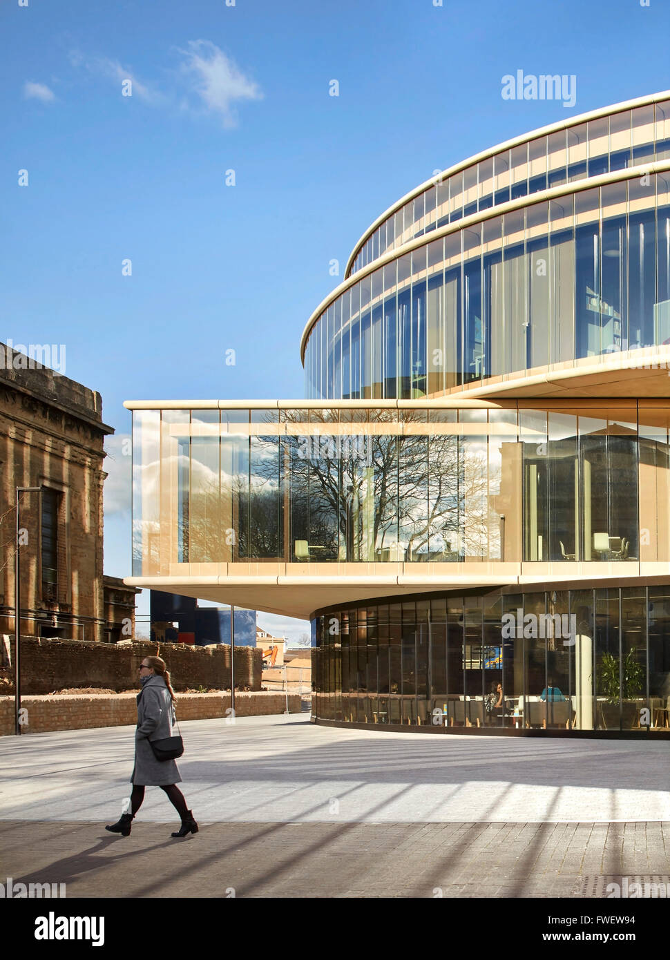 Detail of rectangular and circular volumes. The Blavatnik School of Government at the University of Oxford, Oxford, - Stock Image