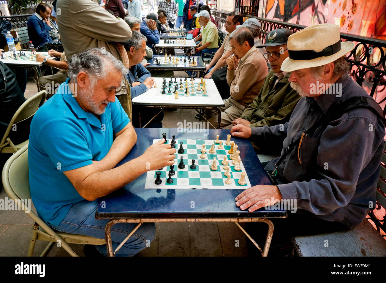Older Hispanic Mexican men playing chess in Mexico City, Mexico - Stock Image