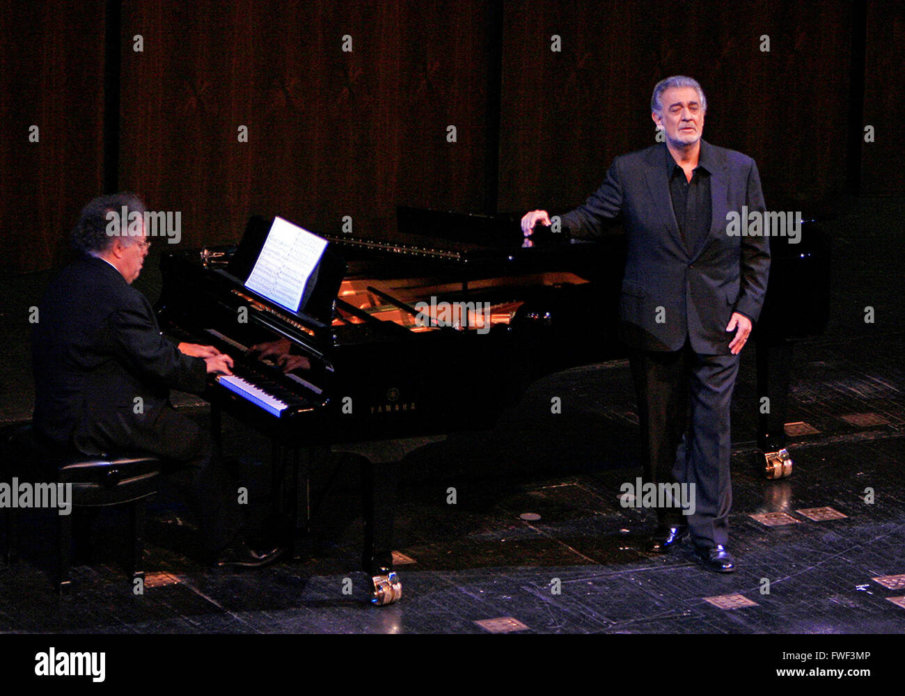 Maestro James Levine and tenor Placido Domingo at the special tribute to the late soprano Beverly Sills. Lincoln - Stock Image