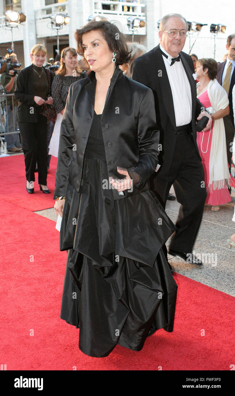 Bianca Jagger attends the Metropolitan Opera's Opening Night Gala of Donizetti's Lucia di Lammermoor, New York City, Stock Photo