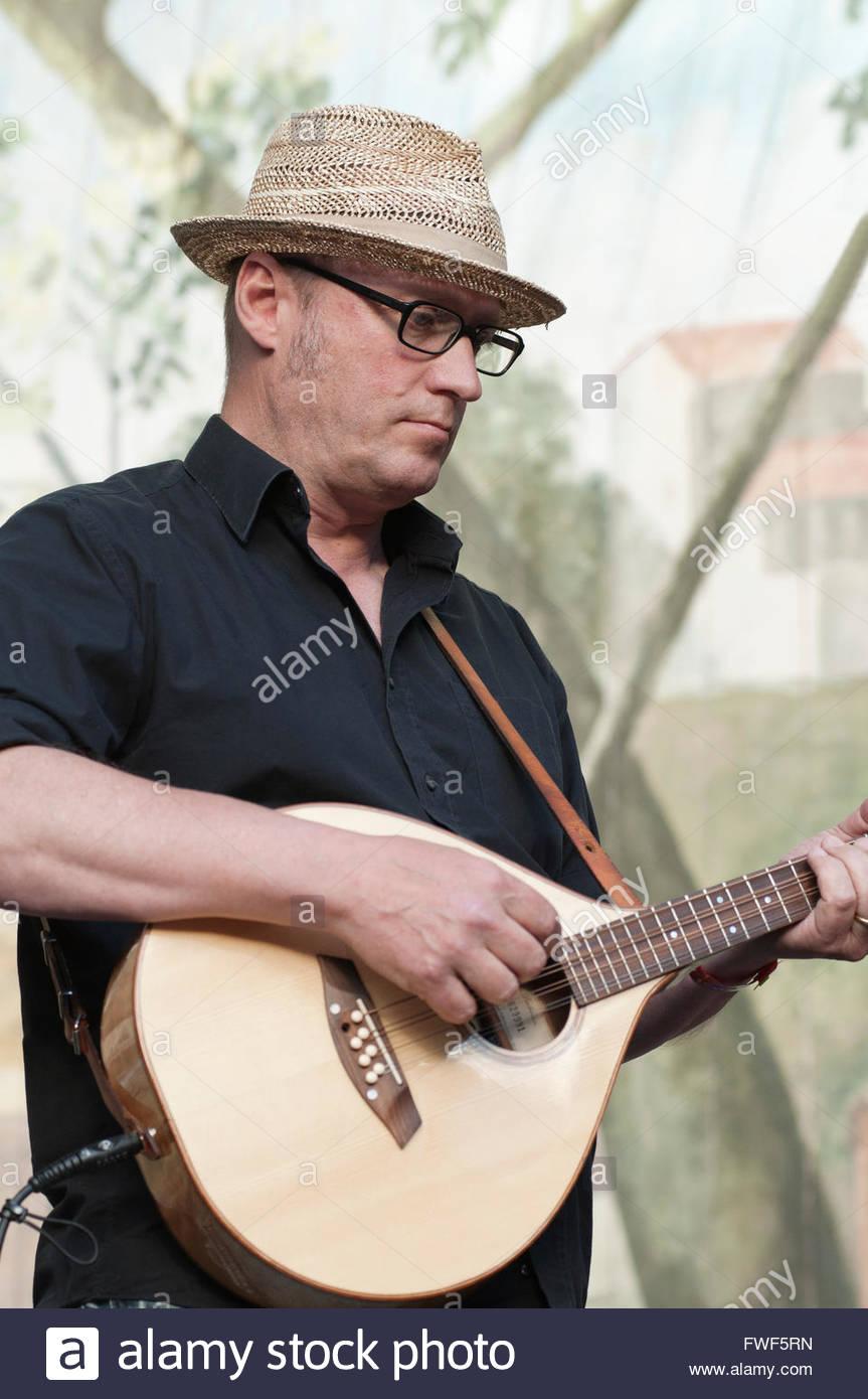 Adrian Edmondson of Ade Edmondson and the Bad Shepherds performing at the Larmer Tree Festival, UK 2010 - Stock Image