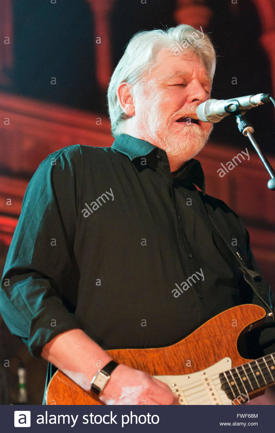Simon Nicol  (b. 13/10/50) of Fairport Convention performing at the Union Chapel, London, UK at the end of their - Stock Image