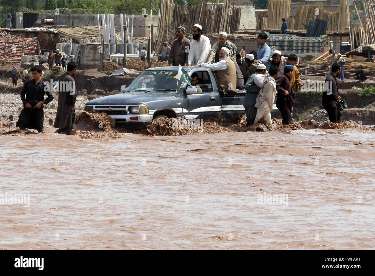 (160404) -- PESHAWAR, April 4, 2016(Xinhua) -- A vehicle moves through a flooded street following heavy rain on - Stock Image