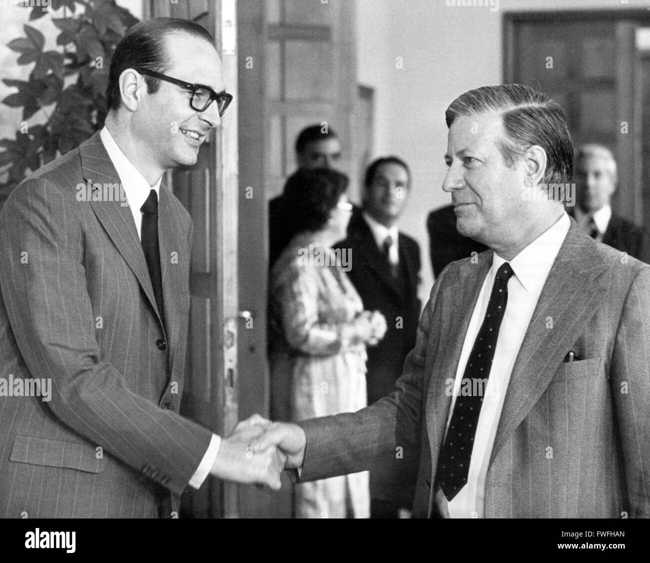 French prime minister Jacques Chirac (l) and German chancellor Helmut Schmidt (r) on 9 August 1974 in Bonn. - Stock Image