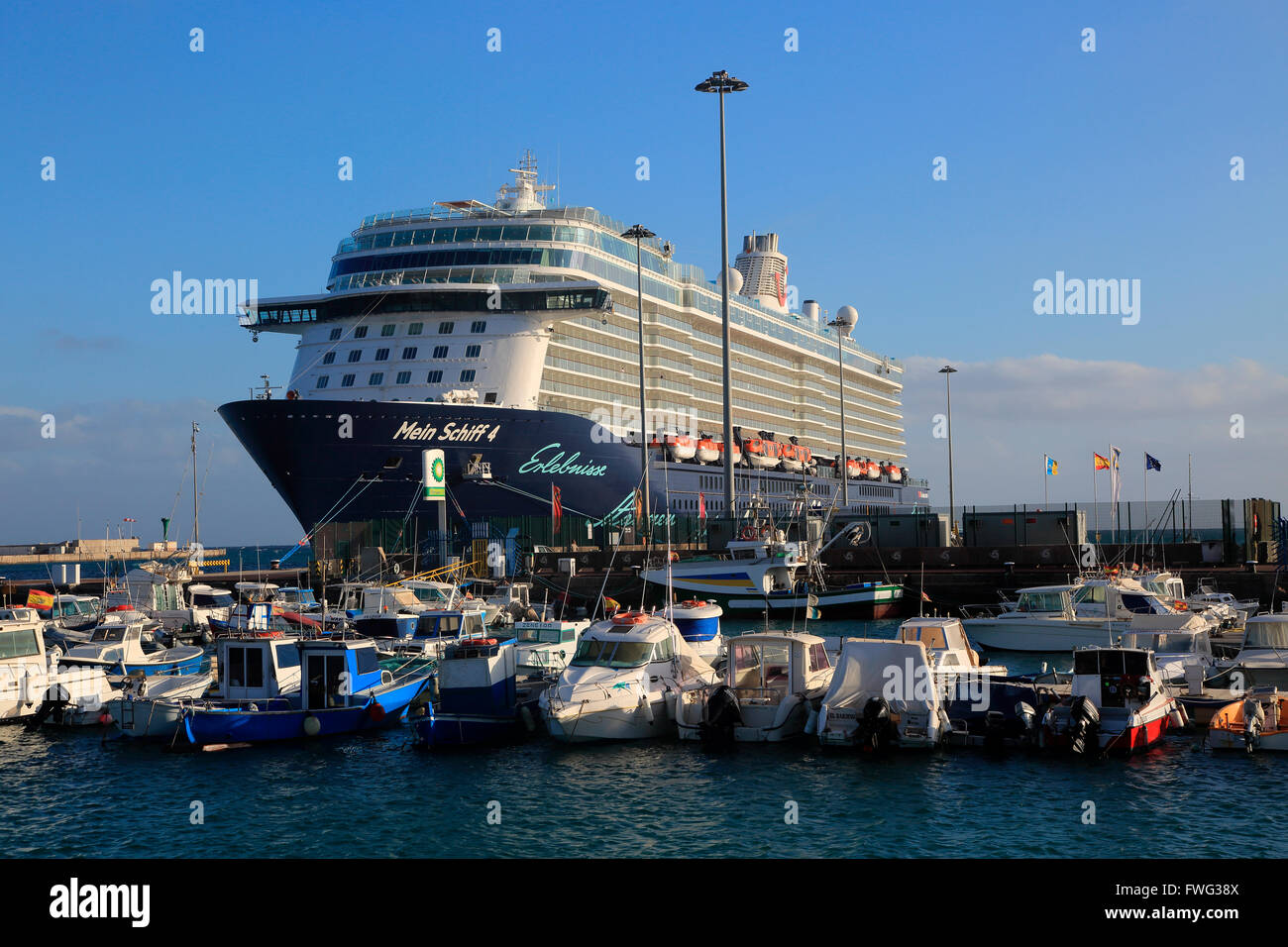 Large german cruise ship mein schiff 4 39 at puerto del rosario stock photo 101772074 alamy - Jm puerto del rosario ...