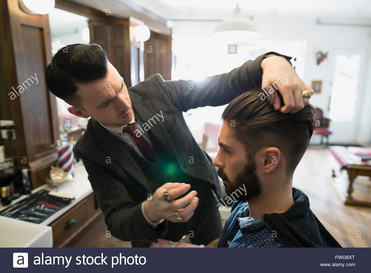 Barber styling man - Stock Image