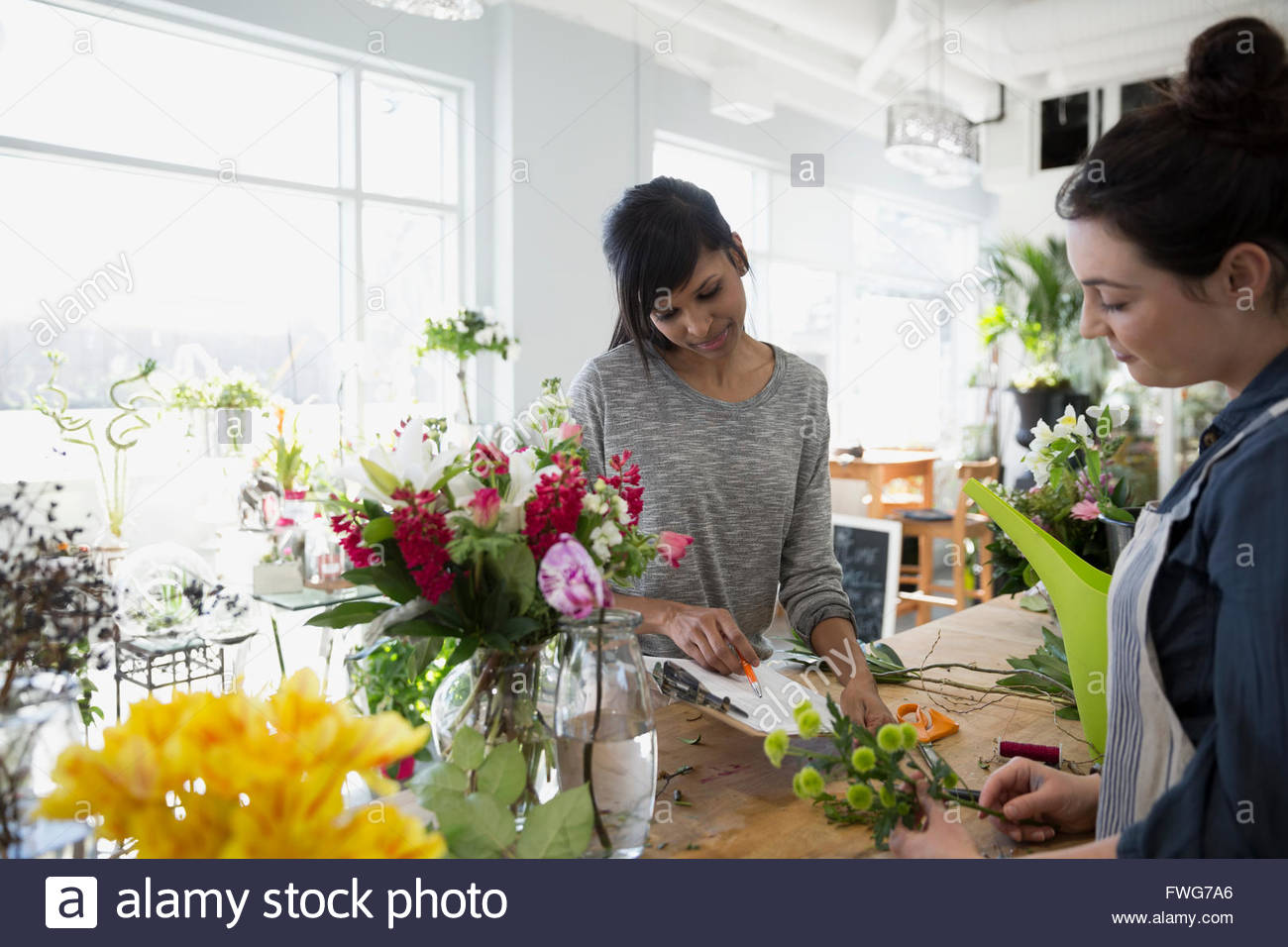 Florists with clipboard in flower shop - Stock Image